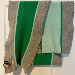 🍒🍒4 for 25 GAP scarf